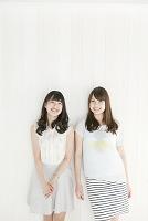 笑顔の20代日本人女性