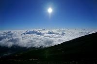 山梨県/静岡県 富士山・八合目からの雲海と太陽