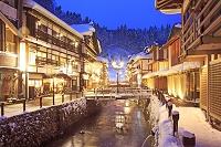 日本 山形県 銀山温泉の夕景