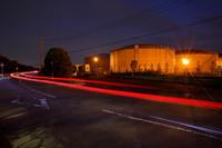 埼玉県 浄水場のタンクと光跡の夜景