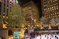 アメリカ合衆国 ロックフェラーセンターのクリスマスツリーとア...