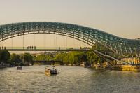 ジョージア トビリシ 平和橋