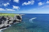 沖縄県 万座毛と海と積乱雲
