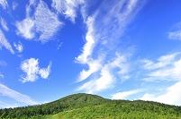 福島県 尾瀬 熊沢田代から望む燧ヶ岳と秋の空