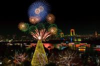 東京都 イルミネーションのお台場と花火 夜景
