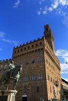イタリア フィレンツェ コジモ1世騎馬像とヴェッキオ宮