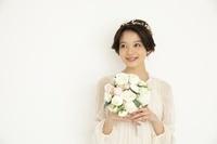ブーケを持つ日本人女性