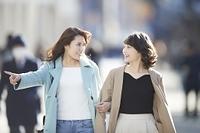 出かける日本人女性友達