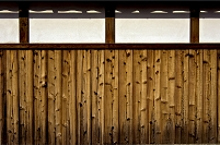 板壁と白壁