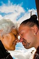 ニュージーランド マオリ族の伝統的な挨拶