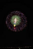 新潟県 右岸から長岡まつり大花火大会 匠の花火で昇曲導付三重...