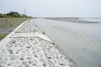 安倍川河口付近の堤防