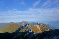 山梨県 南アルプス、甲斐駒ヶ岳と地蔵岳オベリスクと秋空
