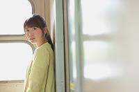 列車にいる日本人女性