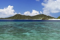 沖縄県 座間味島の宇論の崎からの眺め 阿嘉島