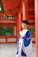 七五三の日本人の男の子の笑顔