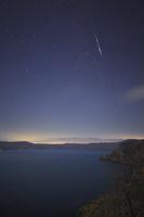 青森県 敢湖台から望む十和田湖と星空と流星