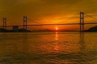 愛媛県 来島海峡大橋と夕日