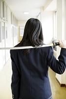 刀を持つ女子高校生