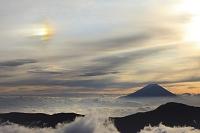 静岡県 富士見平 富士山と雲海の山並みと彩雲