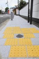 京都府 石畳に埋め込まれた点字ブロック