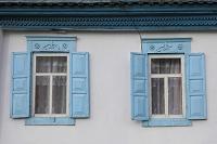 キルギス カラコルの町の風景 窓