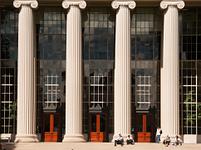 マサチューセッツ工科大学の石柱