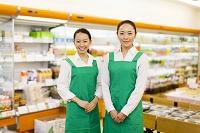 スーパーの日本人女性店員