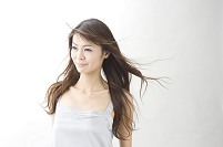 ロングヘアーの日本人女性