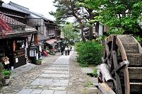 岐阜県 水車のある馬籠宿の通り