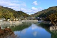 紅葉 一庫ダムの知明湖