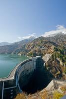 富山県 黄葉映える黒部ダム