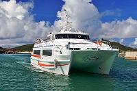 沖縄県 座間味港に入港する高速艇クィーンざまみ