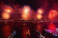 ニューヨークより 独立記念日の花火とニュージャージーの夜景