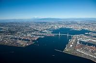 横浜港(横浜ベイブリッジ,本牧ふ頭)と横浜市街地より富士山