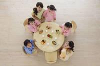 幼稚園のお弁当タイム