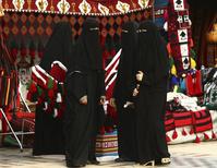 サウジアラビア アバヤを着た女性たち