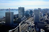 東京都 新幹線とモノレールとビル群