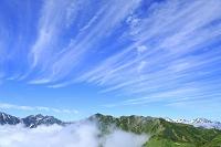 長野県 北アルプス爺ヶ岳中腹から見る山並みと雲海