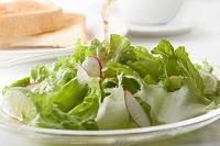 グリーンサラダにドレッシング