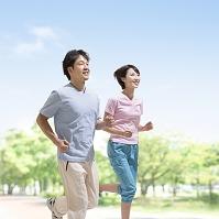ジョギングをする夫婦