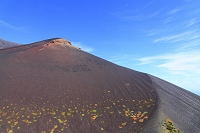 静岡県 富士山 宝永第二火口壁より見る宝永山と青空