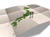 日本地図と握手するビジネスマン