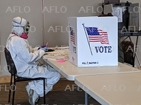 米大統領選予備選挙 ウィスコンシン州、外出禁止令の中実施