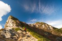 山梨県 山頂を目指す登山者