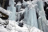 青森県 奥入瀬渓谷の凍結した滝