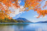 栃木県 奥日光 中禅寺湖と男体山