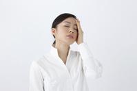頭痛に悩む日本人女性
