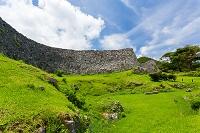 沖縄県 今帰仁城跡 外郭から望む城壁
