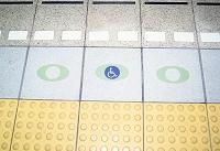 身障者用の乗降口のマーク 3月 東京都 新宿区